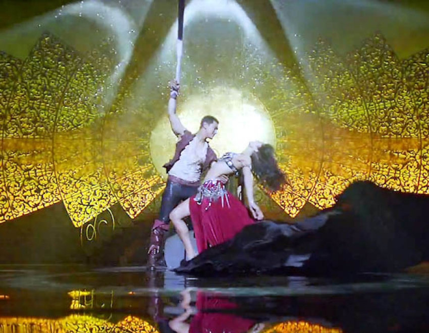 katrina Kaif Too Hot to Handle in Dhoom 3 Title Song Photos