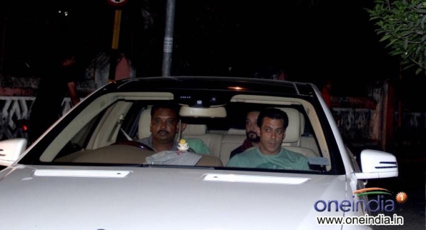 Salman Khan snapped at Bandra Photos