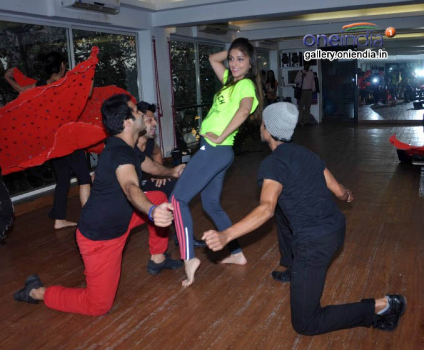 Aarti Chhabria Rehersals for New Year Bash 2014 Photos