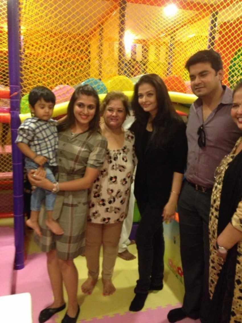 Aishwarya Rai a day out with her daughter Aaradhya Photos