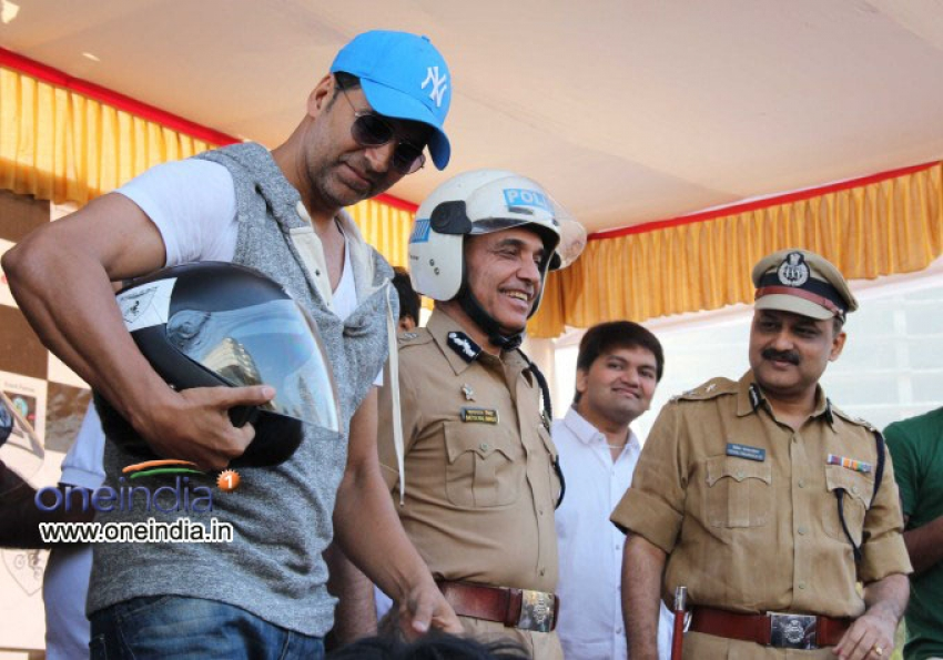 Akshay Kumar at Ride For Safety rally Photos