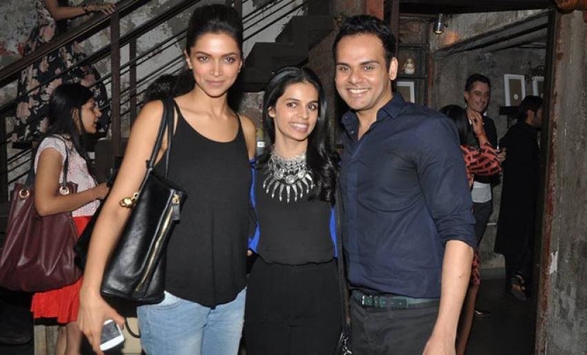 Deepika Padukone and Kareena Kapoor spotted at Ashiesh Shah's art show Photos