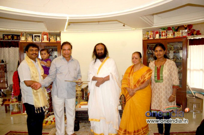 Sarvagna Matte Hutti Baa Film Team Meets Ravi Shankar (Spiritual Leader) Photos