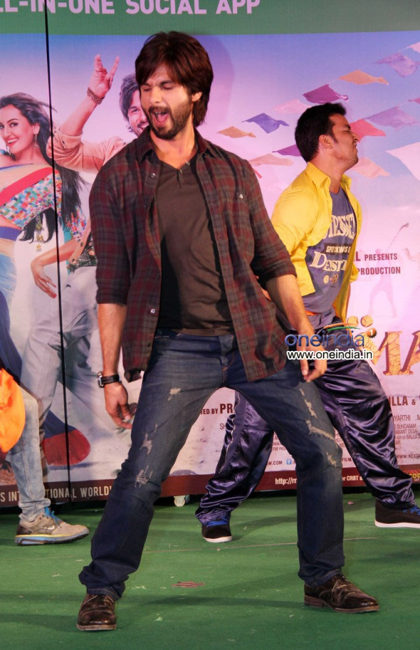 Promotion of film R Rajkumar at Infiniti Mall Malad Photos