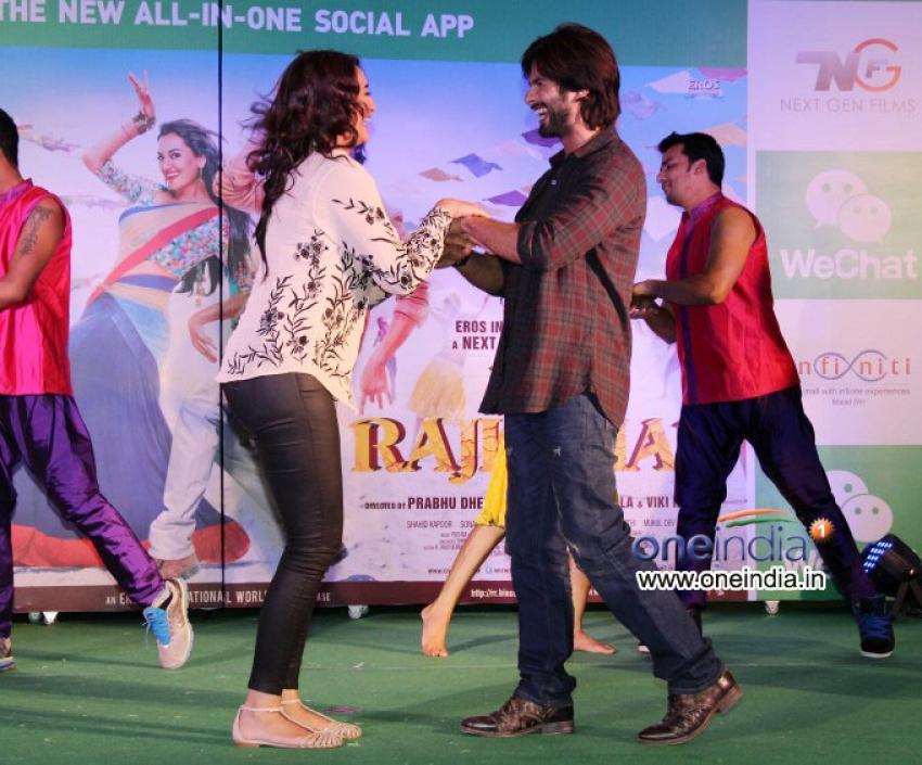 Promotion of film R Rajkumar at Infiniti Mall Malad Photos