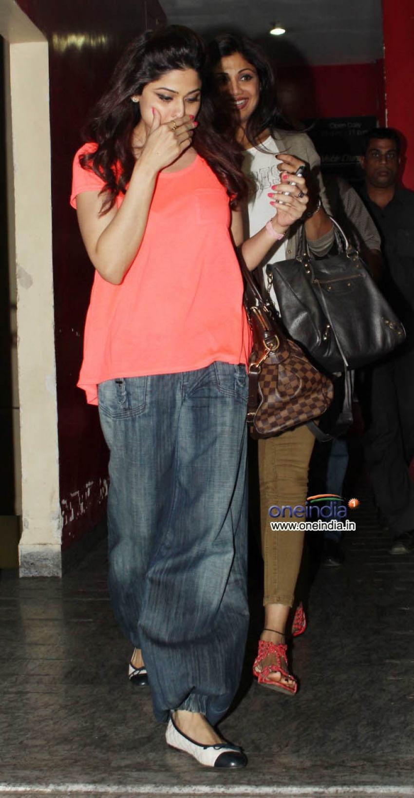 Shilpa Shetty and Shamita Shetty Spotted at PVR Cinemas Photos