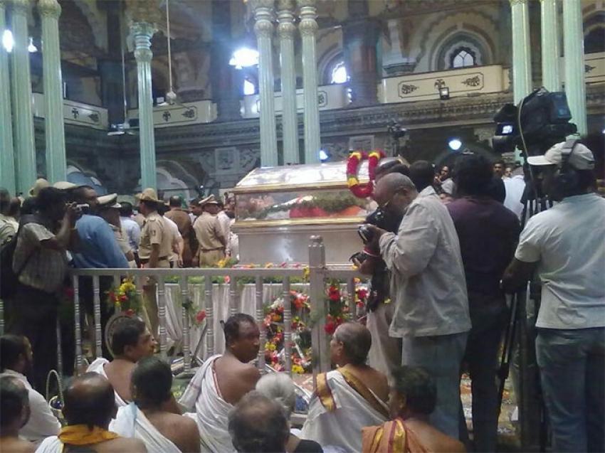 Srikantadatta Narasimharaja Wadiyar Condolence Meet Photos