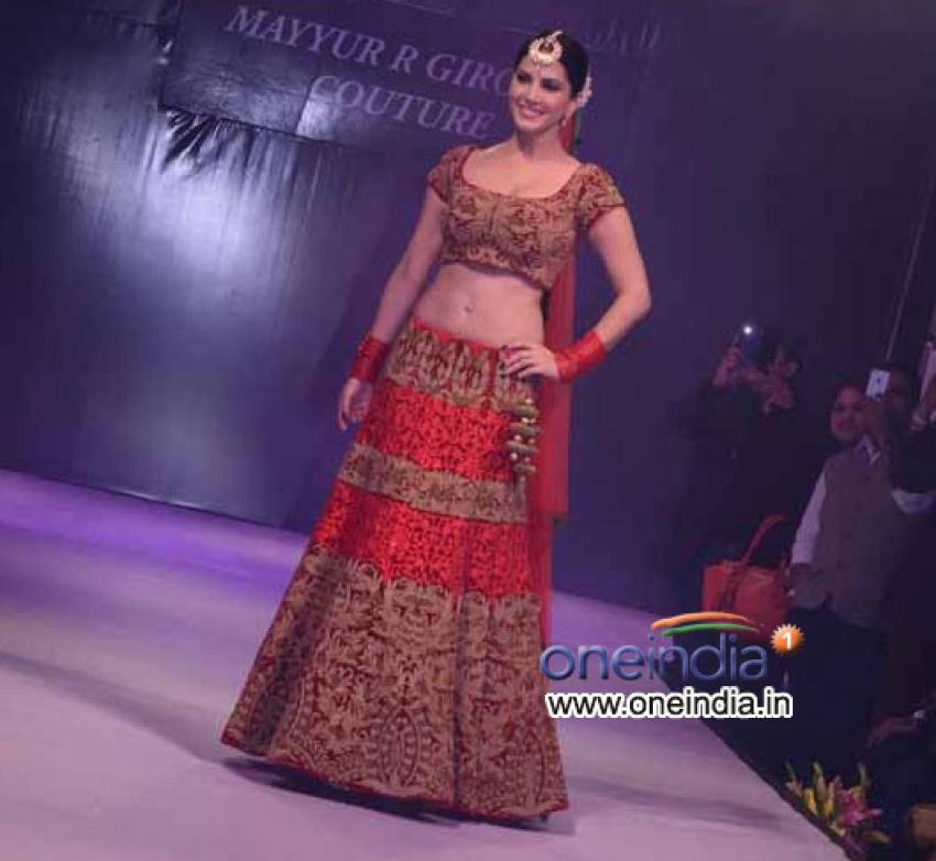 Sunny Leone walks the ramp at Ramola Bachchan's Runway Rising Photos