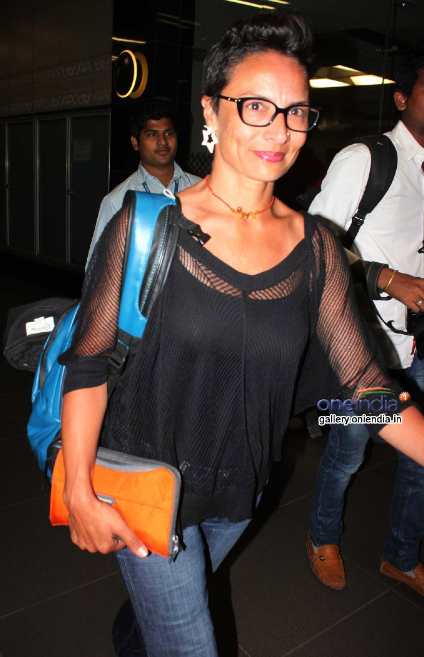 Priyanka Chopra and Farhan Akhtar snapped at Airport Photos