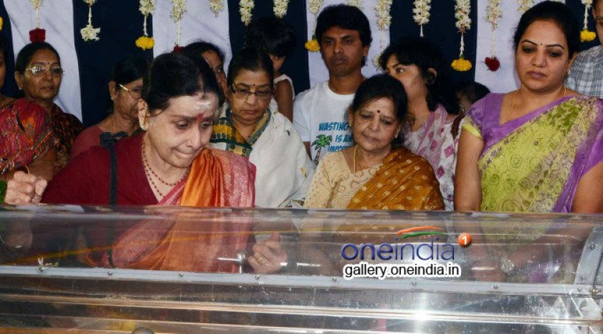 Anjali Devi Funeral procession at Chennai Photos