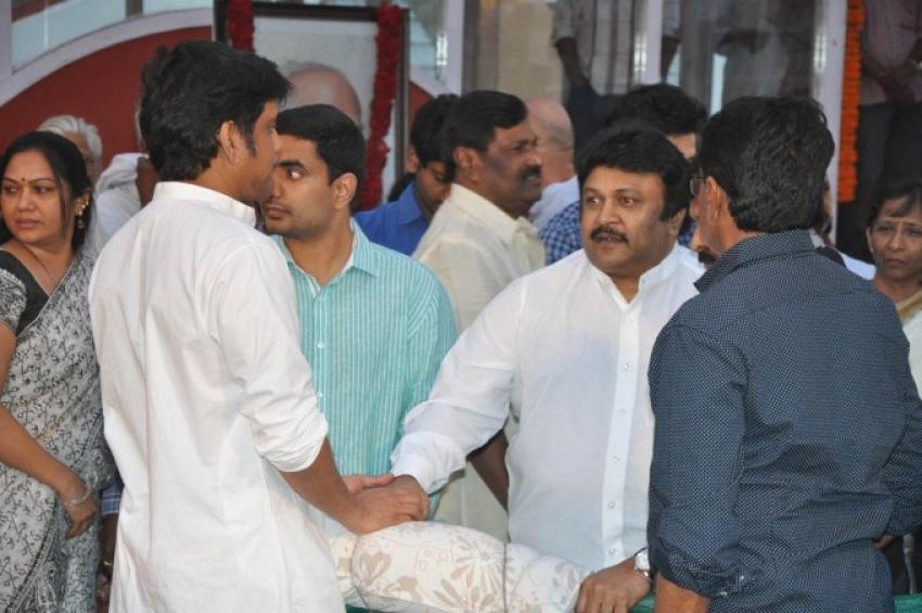 Celebs pay tribute to Akkineni Nageswara Rao Photos