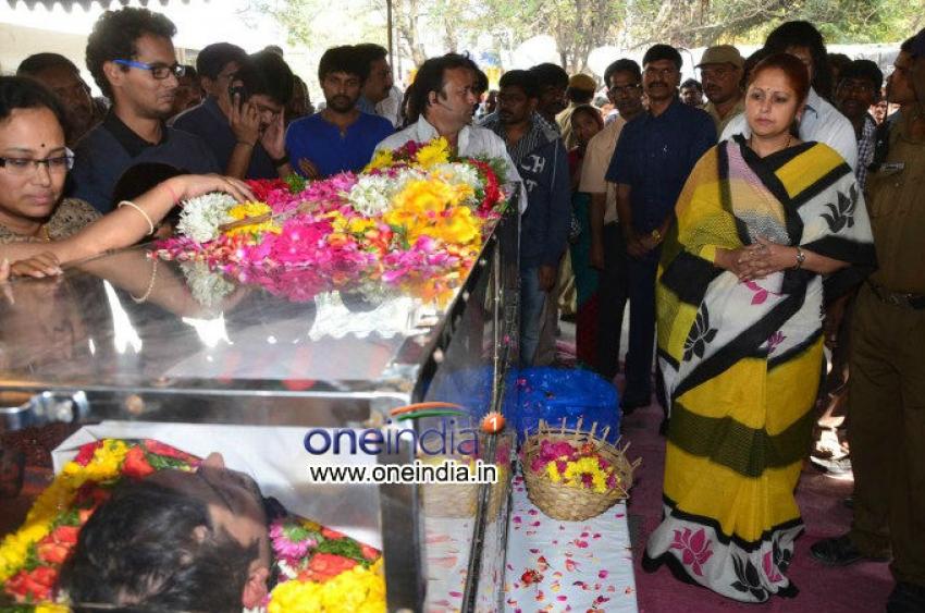 Celebs pays tribute to Uday Kiran Photos