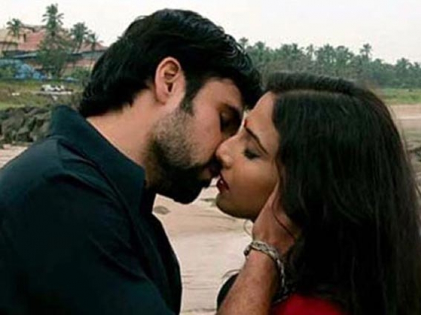 Best Bollywood Kisses of 2013 Photos