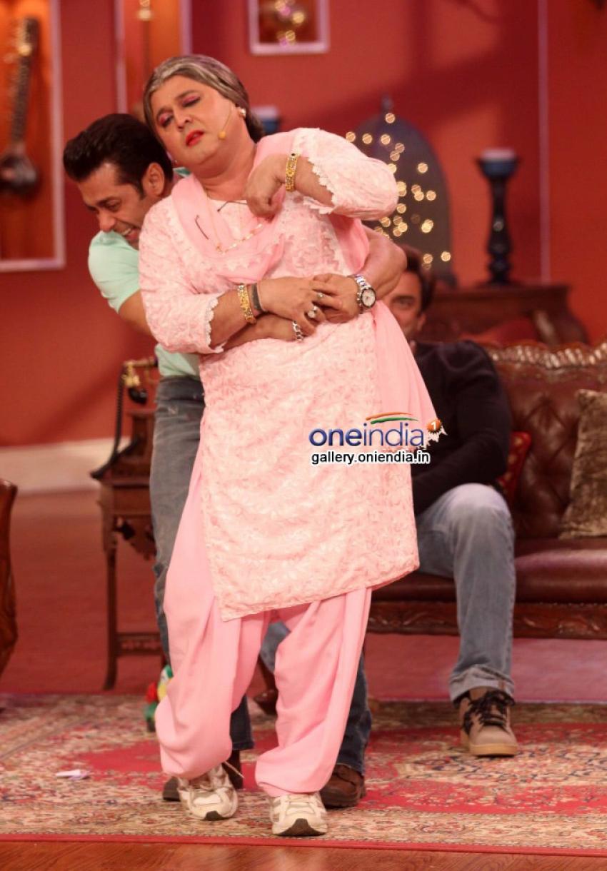 Salman Khan promotes Jai Ho on the sets of Comedy Nights With Kapil Photos