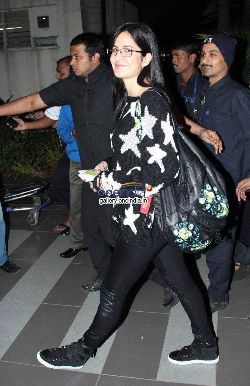 Katrina Kaif snapped outside airport Photos
