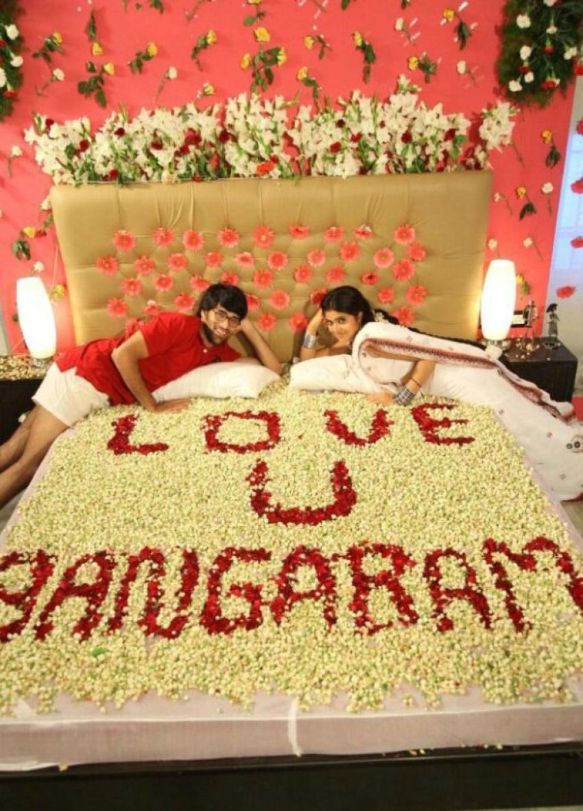Love You Bangaram Photos