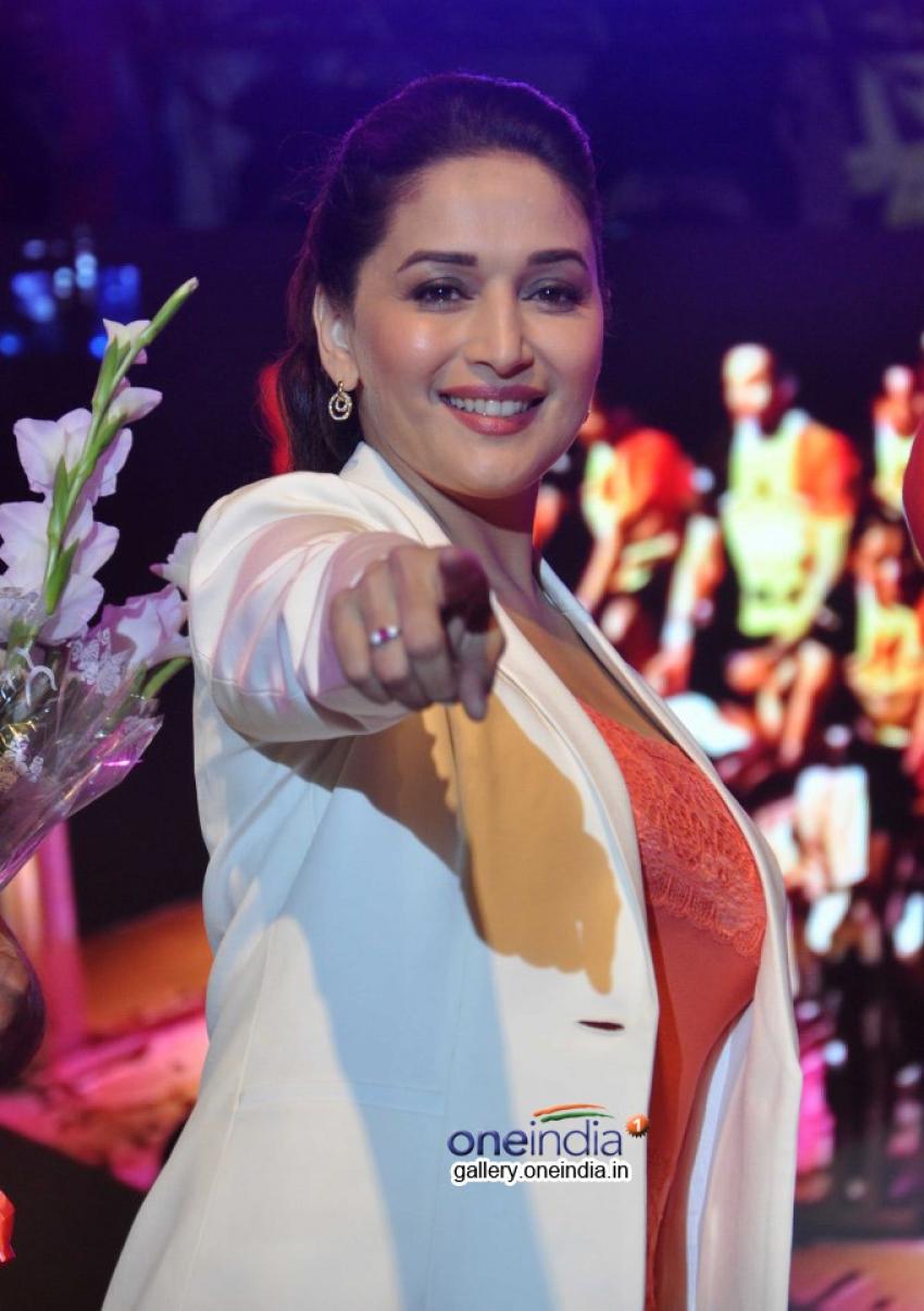 Madhuri Dixit promotes her film Dedh Ishqiya Photos