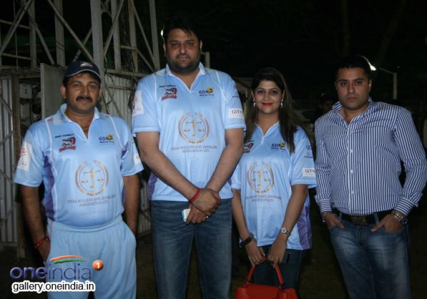 Friendly Match Between Bhojpuri Dabanggs and Mumbai Heroes Photos