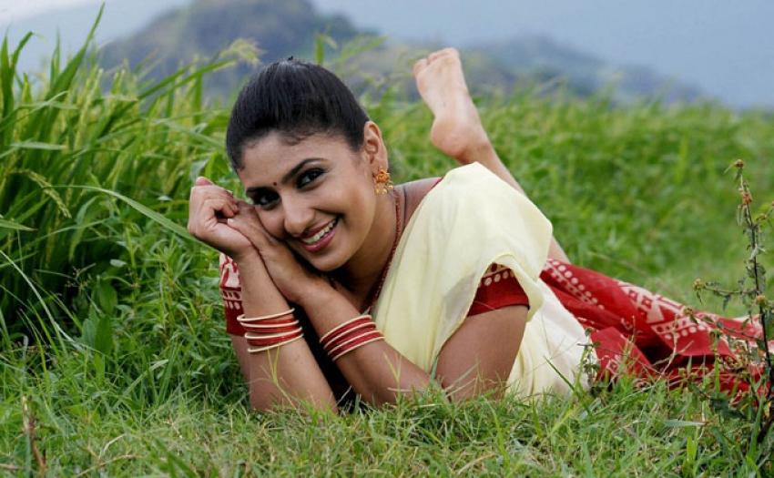 Nathikal Nanaivathillai Photos