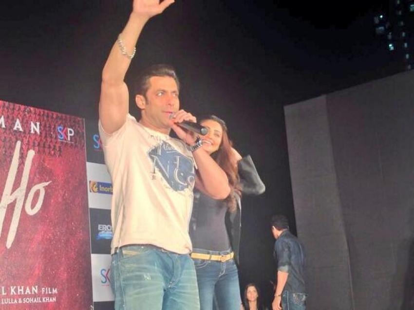 Salman Khan & Daisy Shah promoting Jai Ho at Inorbit mall Photos