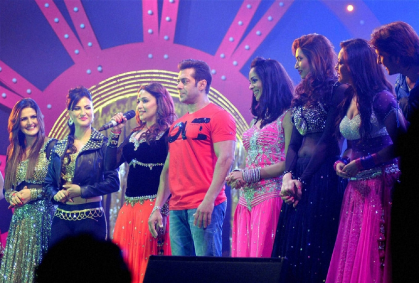 Salman Khan, Madhuri Dixit and Elli Avram at Saifai Mahotsav Photos