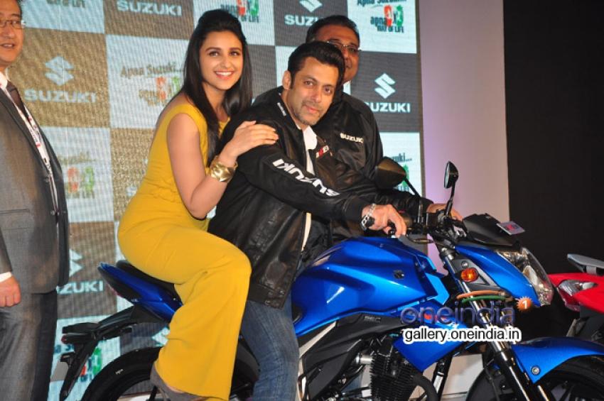Salman Khan And Parineeti Chopra At Suzuki Bike Launch Photos