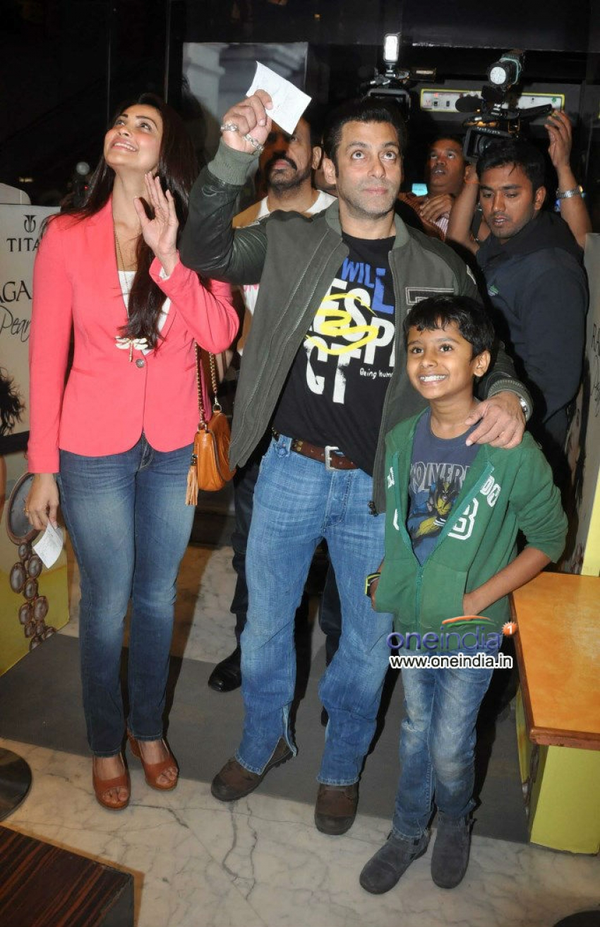 Salman Khan watches Sholay 3D and visited Being Human store Photos