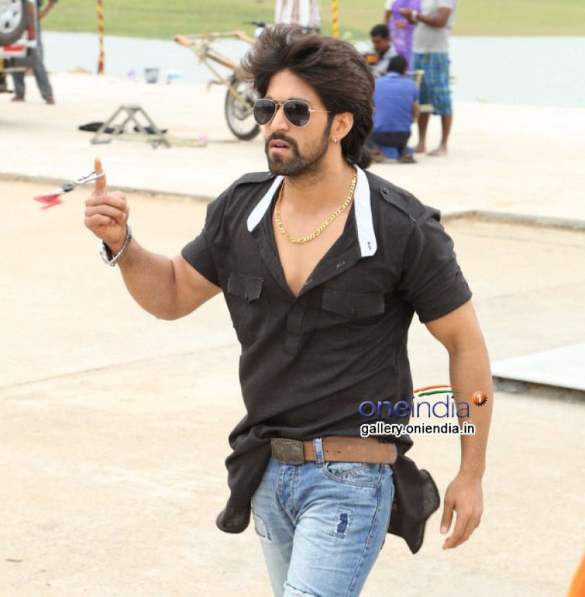 Yash Photos Hd Latest Images Pictures Stills Of Yash Filmibeat