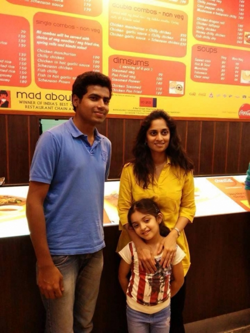 Ajith wife Shalini and daughter Anoushka snapped in Bangalore Photos