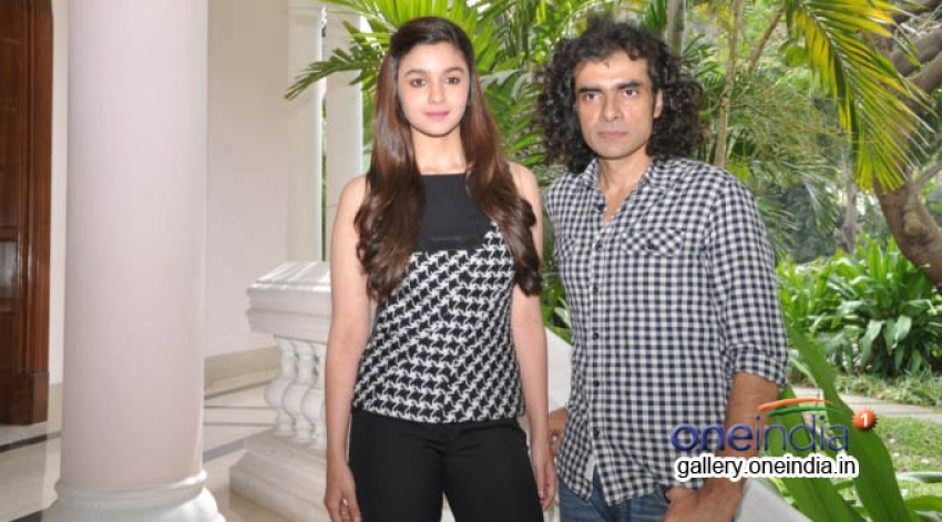 Alia Bhatt promote Highway in Bangalore Photos