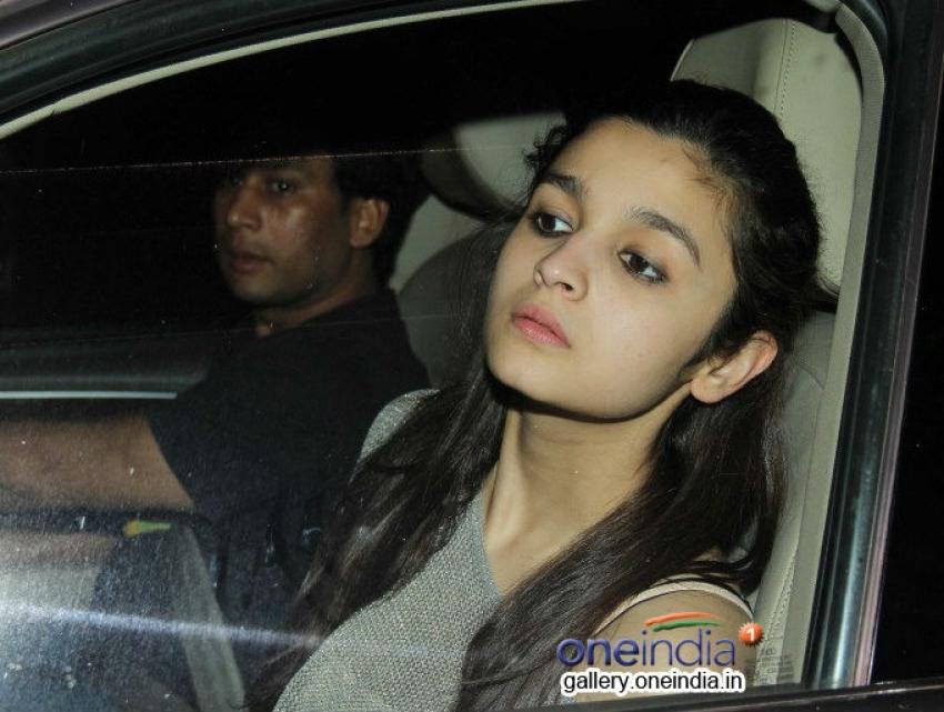 Alia Bhatt, Rishi and Neetu Kapoor At Special Screening Of Highway Photos