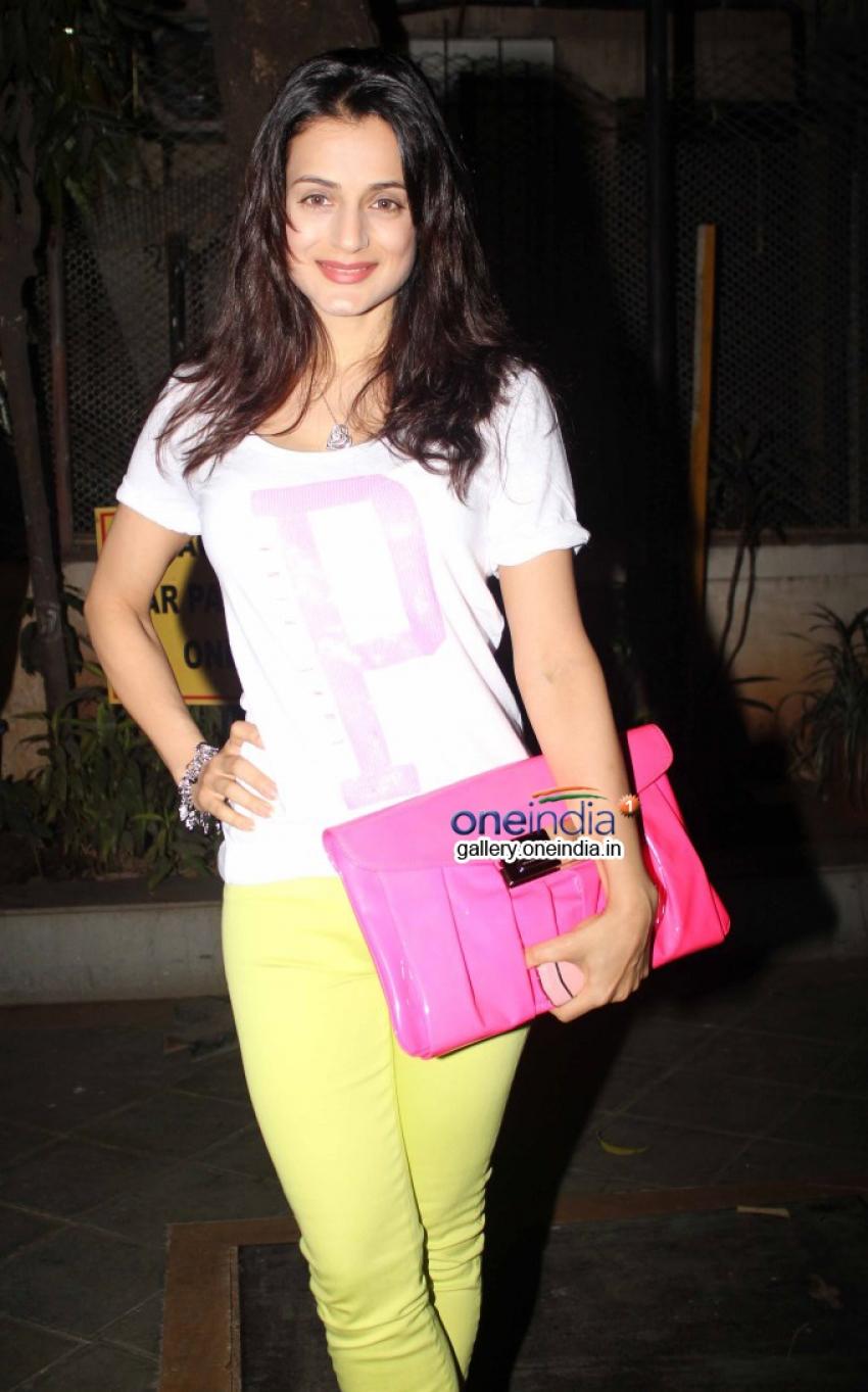 Ameesha Patel at Alert India Pankaj Udhas concert Photos
