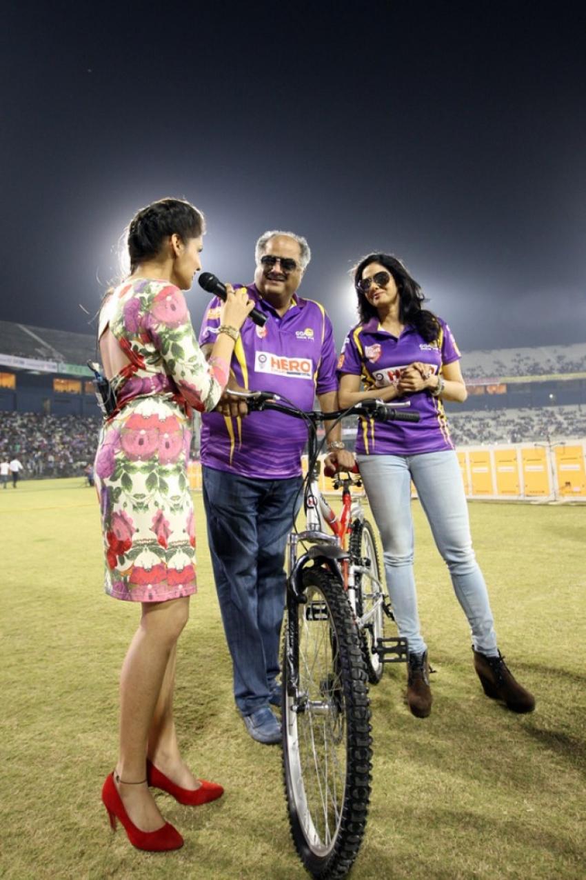 CCL 4 : Bengal Tigers Vs Mumbai Heroes Match Photos