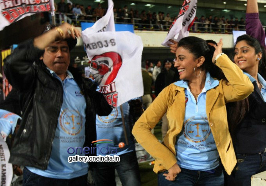 CCL 4 : Chennai Rhinos Vs Bhojpuri Dabanggs Match Photos