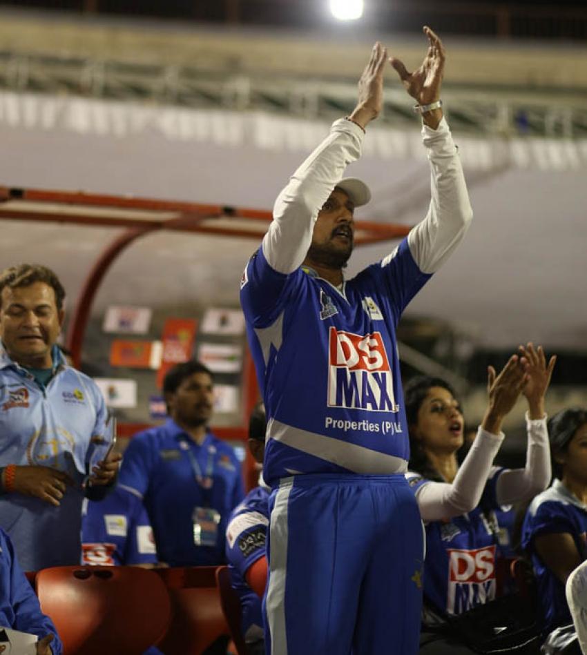 CCL 4 : Semi Final 2 - Karnataka Bulldozers Vs Mumbai Heroes Photos