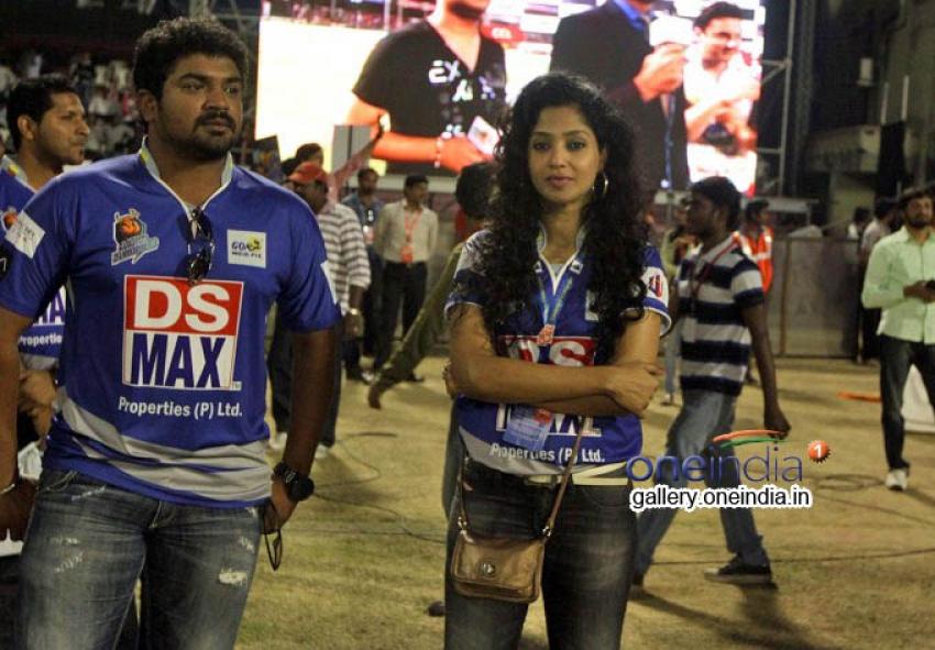 CCL 4 : Telugu Warriors Vs Karnataka Bulldozers Photos