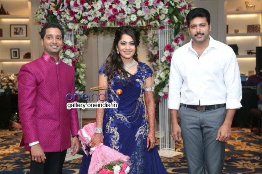 Anchor Ramya Wedding Reception Stills Photos