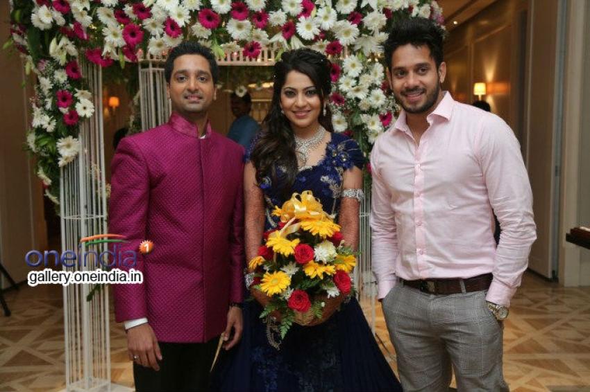 Anchor Ramya Wedding Reception Stills Photos