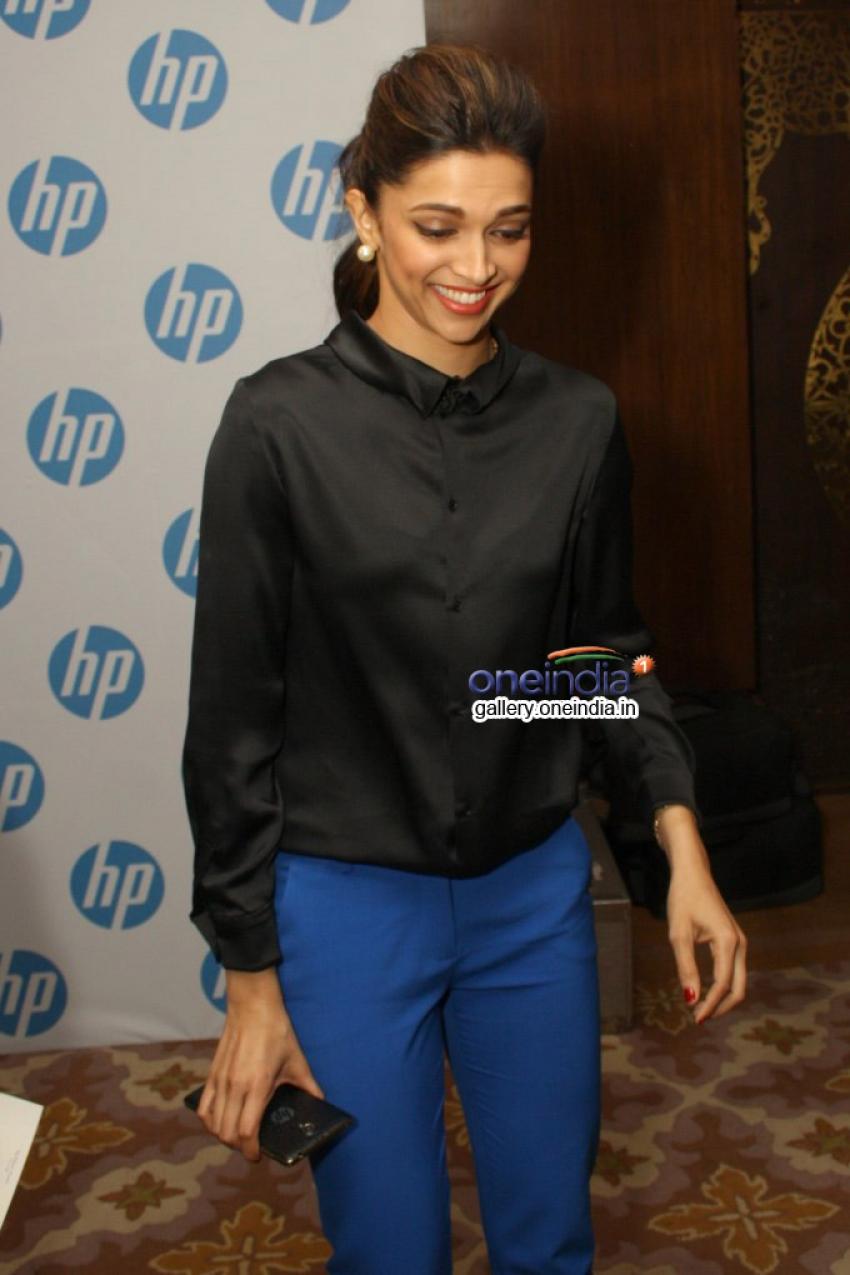 Deepika Padukone launches new HP Slate VoiceTab series Photos