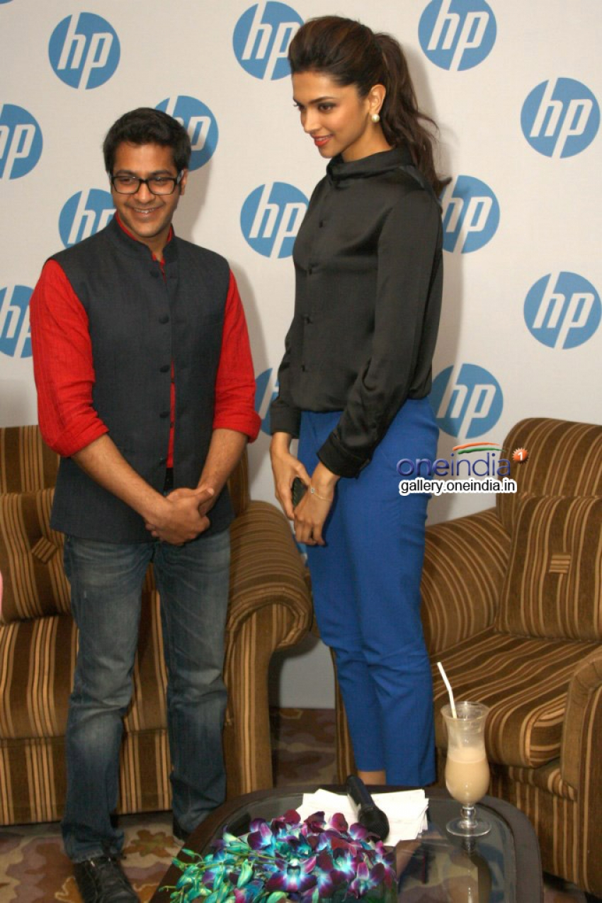 Deepika Padukone launches new HP Slate VoiceTab series Photos