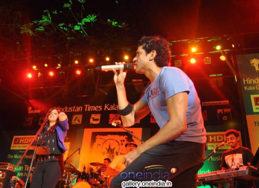 Farhan Akhtar Live Concert at Kala Ghoda Arts Festival Photos