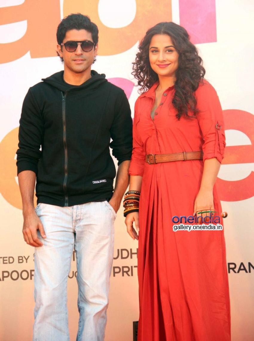 Vidya and Farhan on hot air balloon to promote Shaadi Ke Side Effects Photos