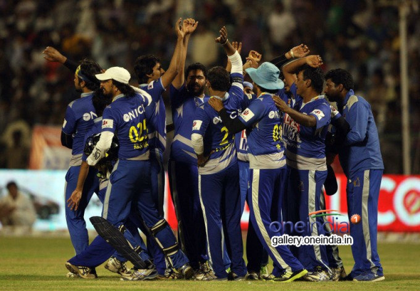 Final Karnataka Bulldozers vs Kerala Strikers Match Photos