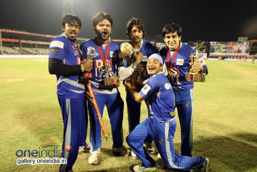 Final Karnataka Bulldozers vs Kerala Strikers Match Photos