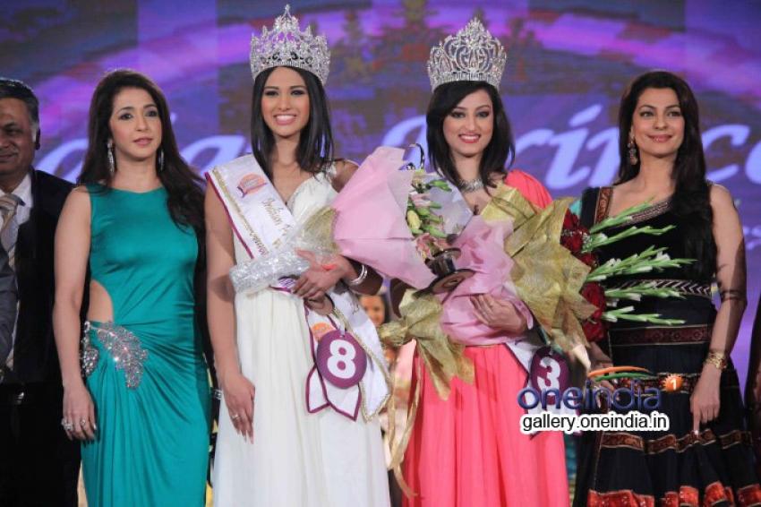 Juhi & Govinda at Grand finale Indian Princess 2014 Season 5 Photos