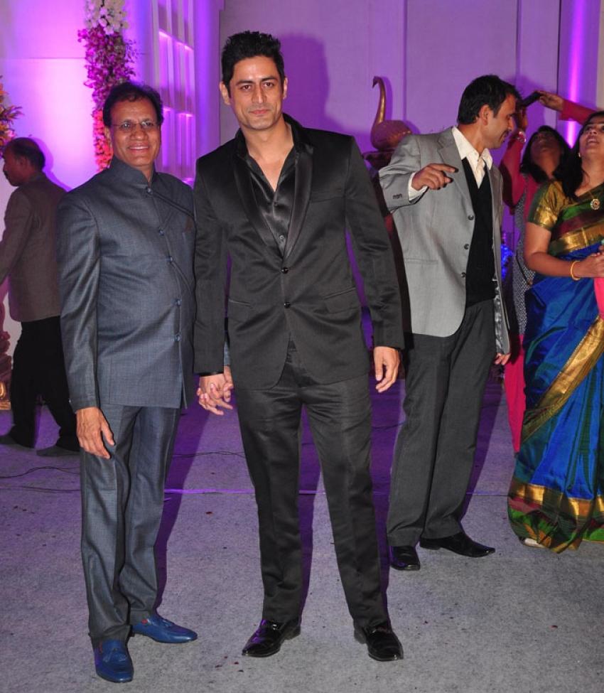 Devhooti & Vikas Purohit's Wedding Reception Photos