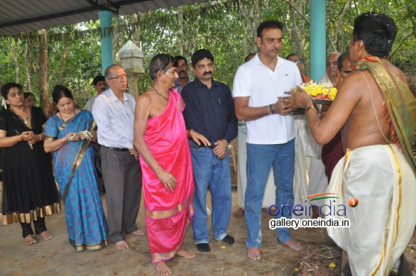 Ravi Shastri at Vishnumurthy Temple, Karvalu in Karkala Photos