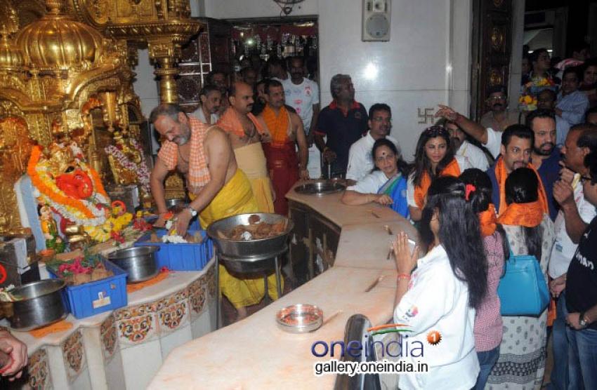 Salman Khan visits Siddhivinayak Temple Photos