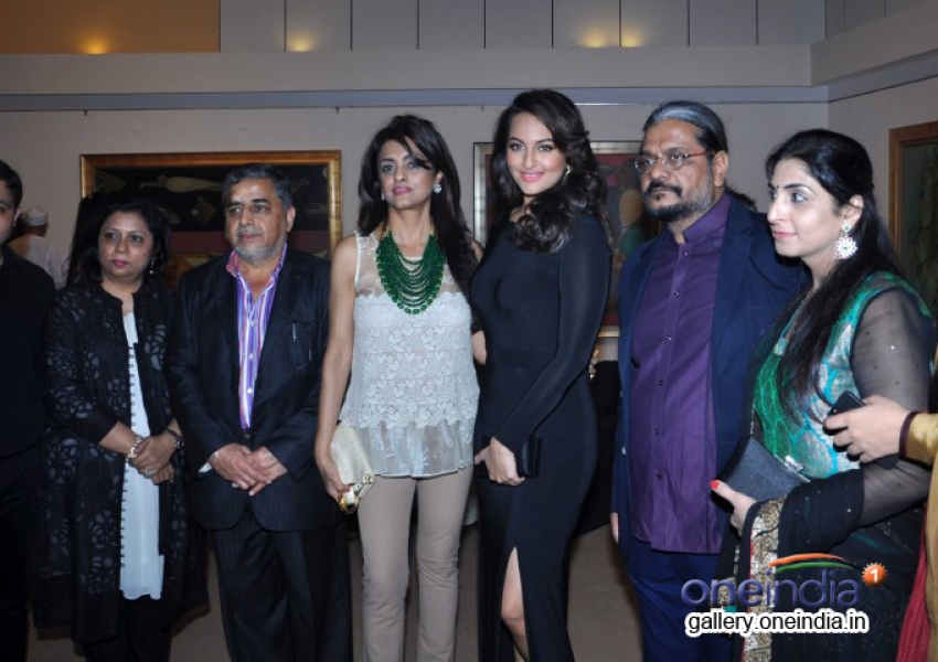 Sonakshi Inaugurates Painting Exhibition Of Neeraj Goswami Photos