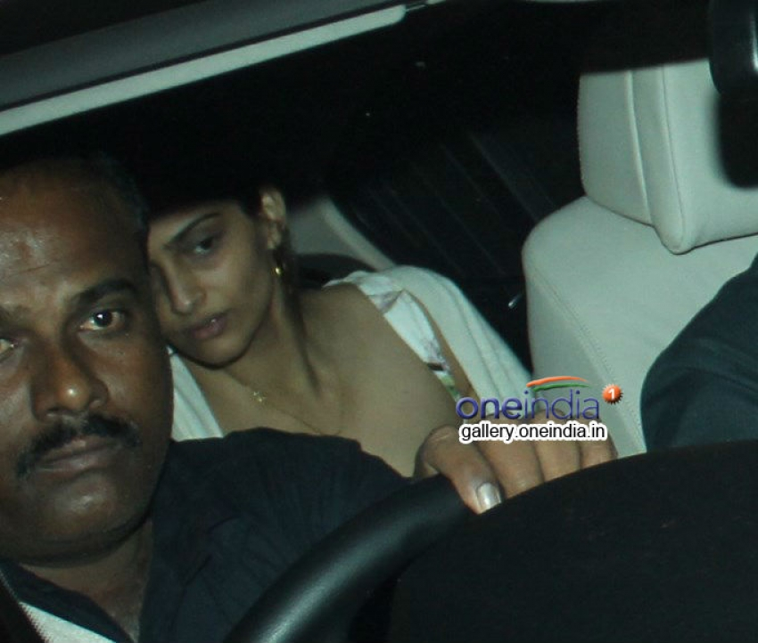 Sonam Kapoor snapped at Hakkasan Mumbai Photos